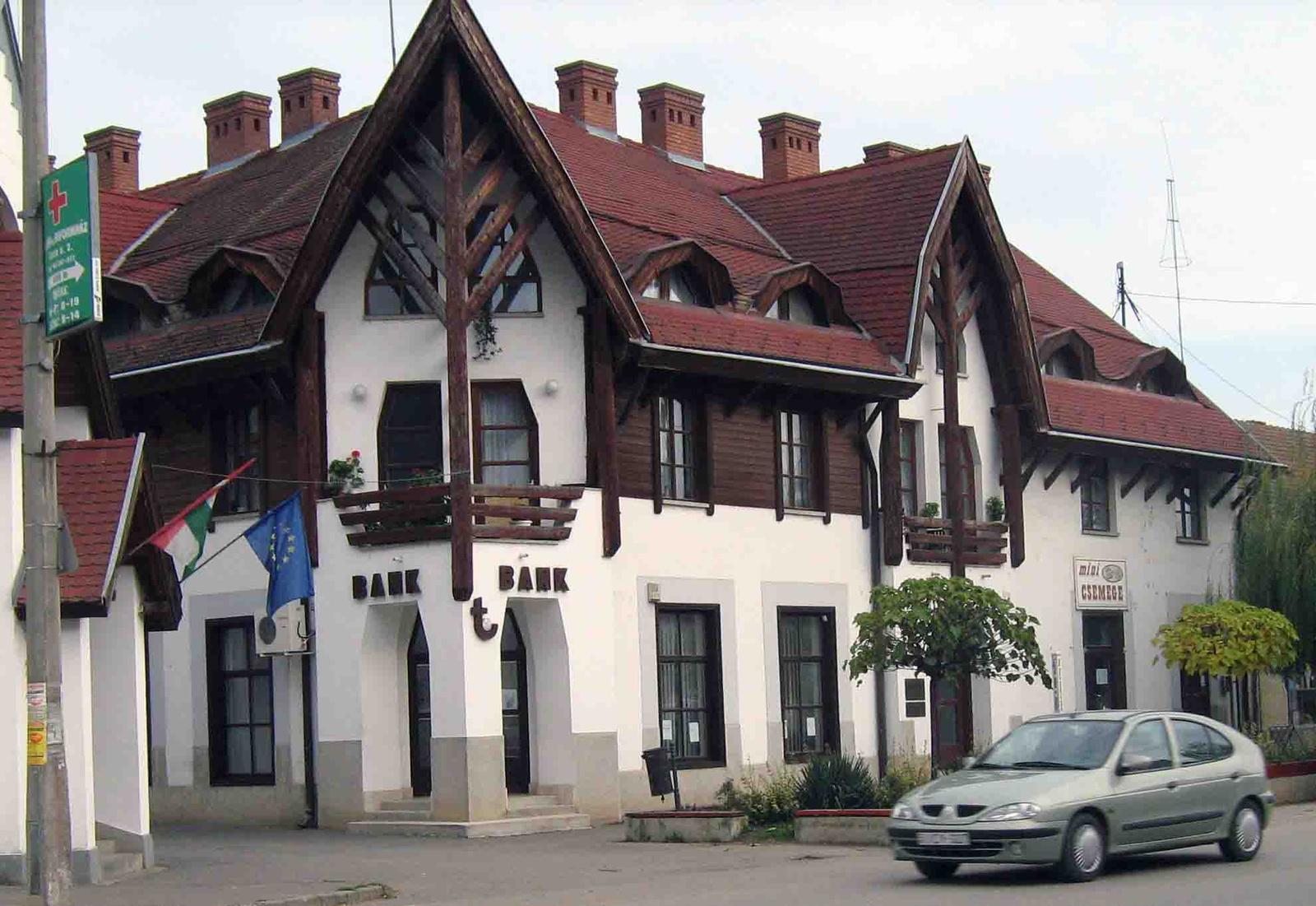 Csenger - Bank épülete