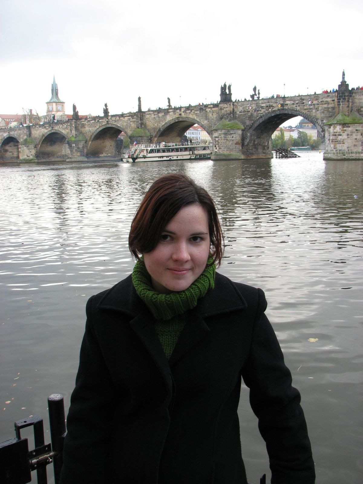 Fruzsi a Károly hídnál