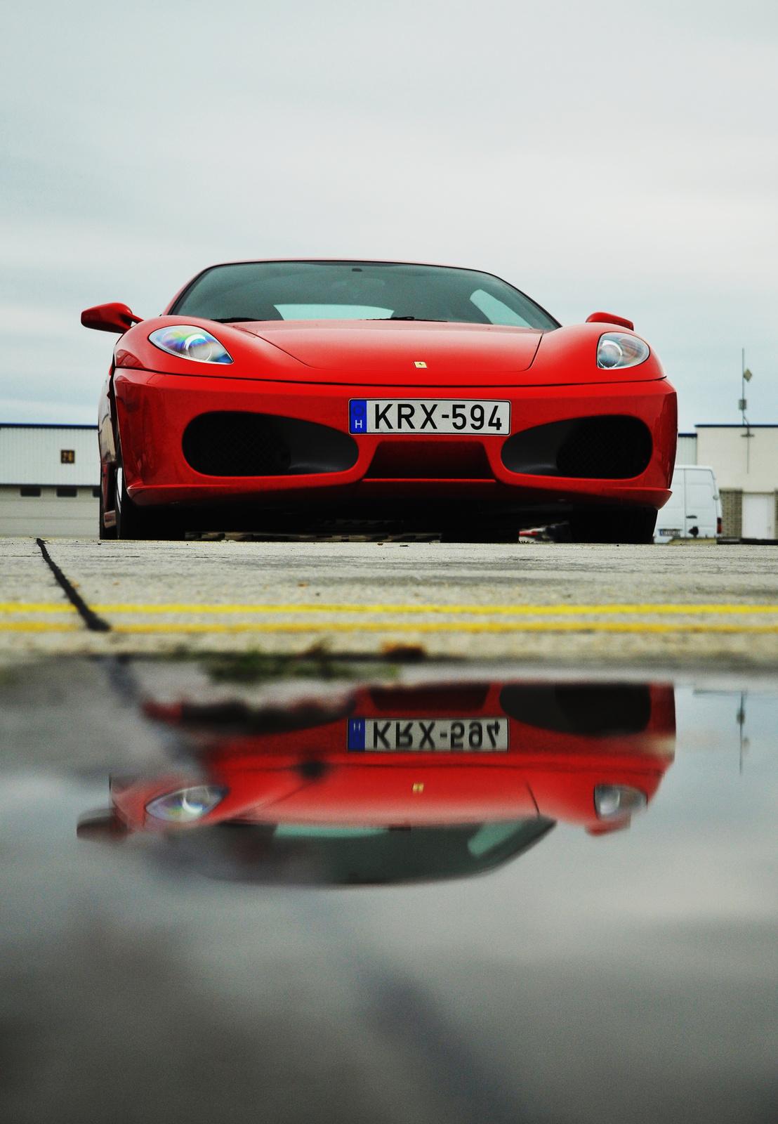 Ferrari 430 tükröződés