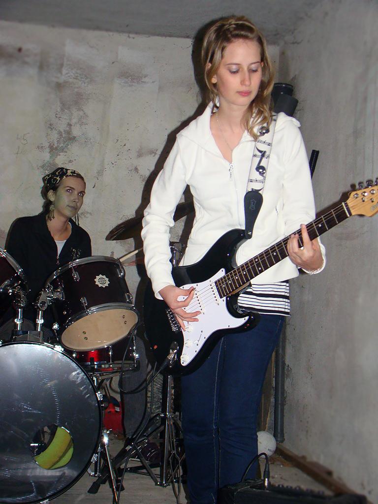 Evelin, és Anikó