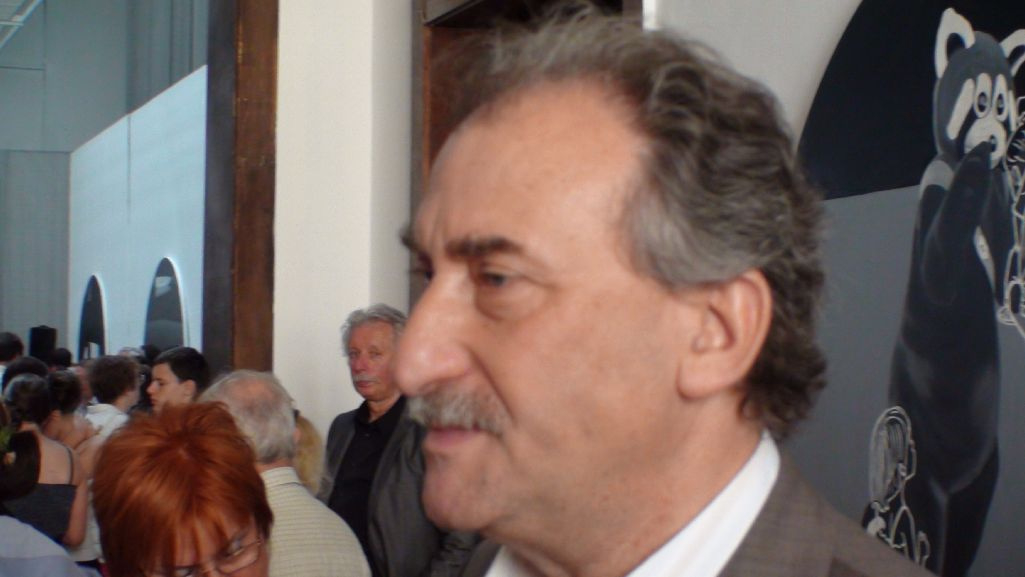 László- (83)