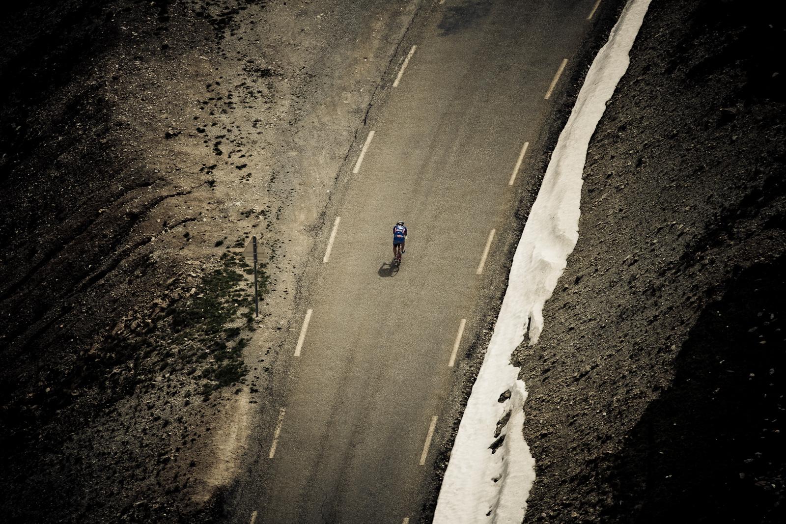 Magányos biciklis