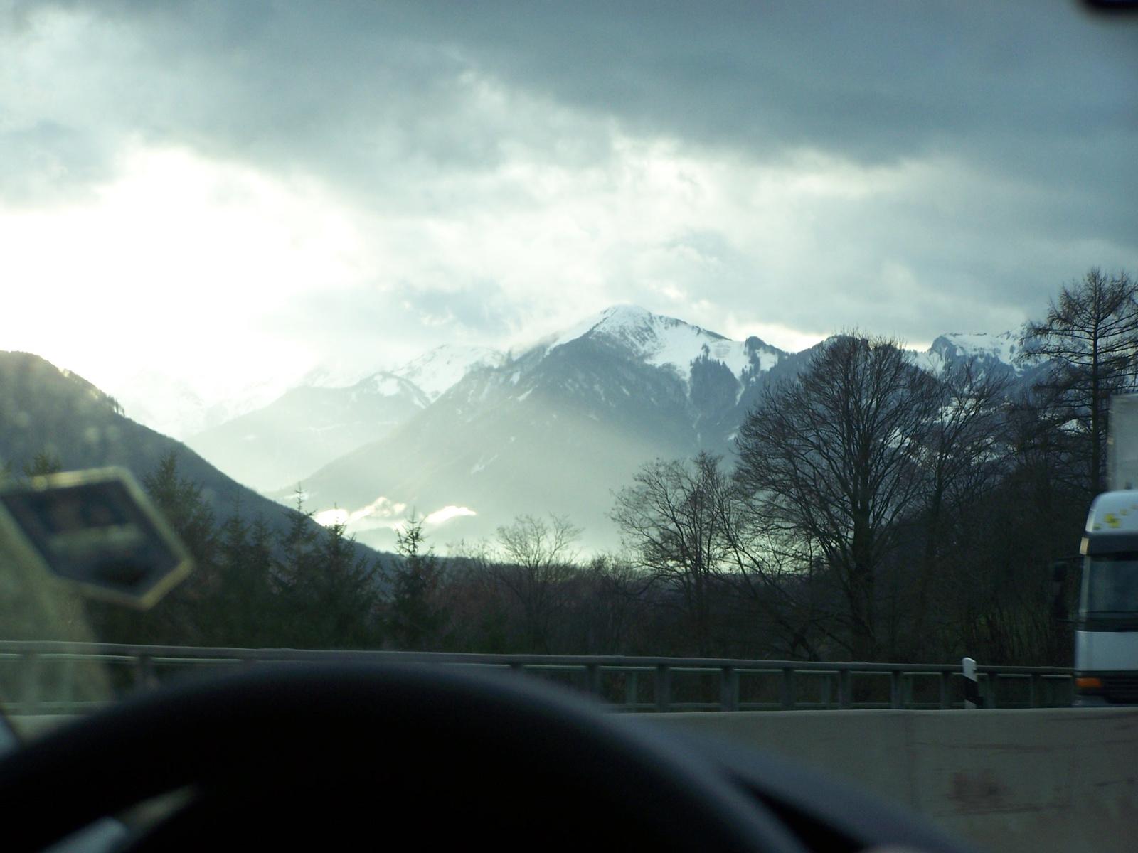 hegyek a szélvédőn keresztül
